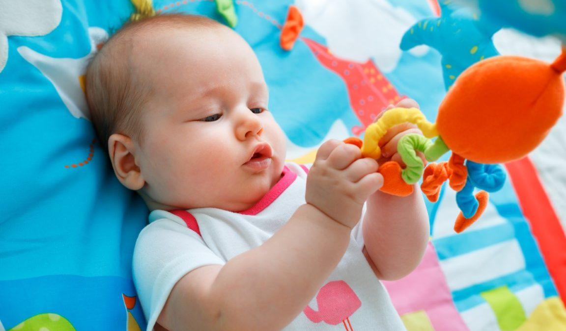 Tapis d'éveil Montessori : bienfaits et comment bien le choisir?