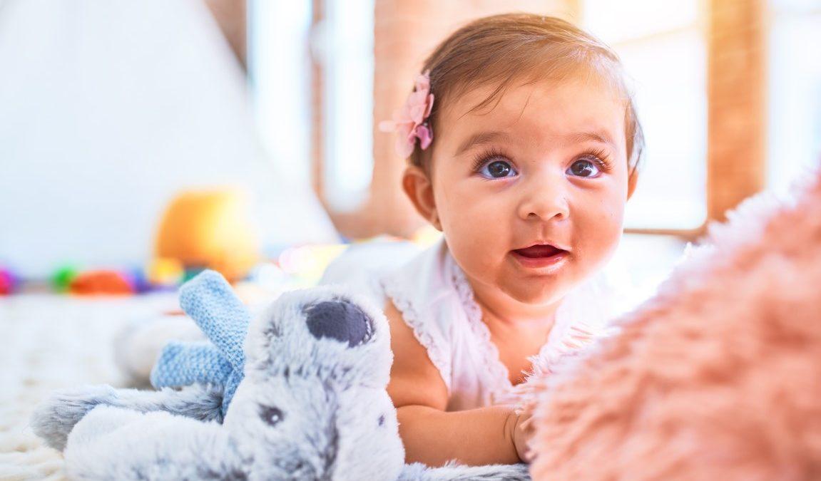 Les jouets Montessori indispensables pour un bébé de 1an