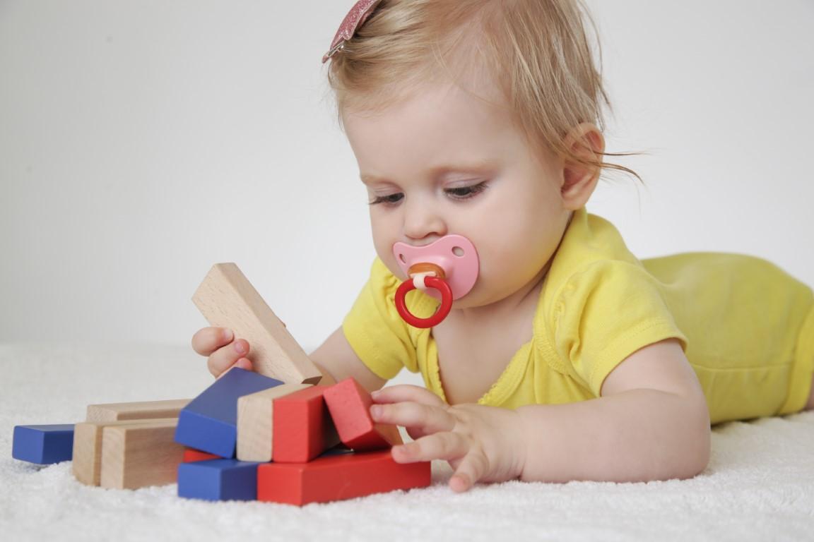 jouets montessori pour éveil des bébés de 1 an